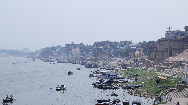 インド「バラナシ」のガンジス川