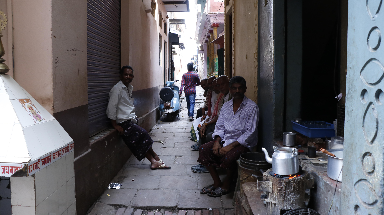 狭い路地のチャイ屋。