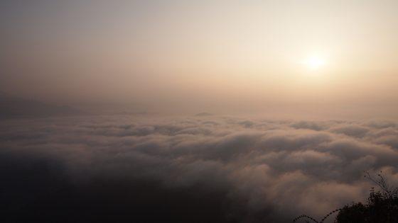 朝日と雲海。
